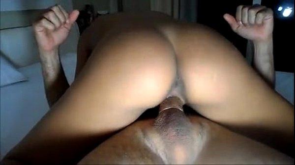 Corno realiza fetiche de ver esposa dando pra outro