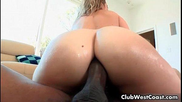 Anal porno gostoso com loira dando o cuzão