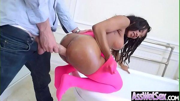 Negra gostosa rabuda tomando pau grosso no cu