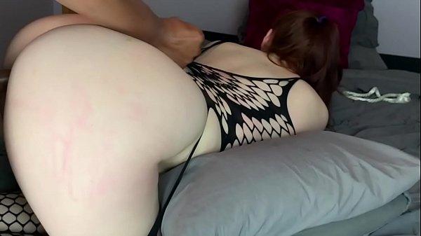 Porno e sexo caseiro com ruiva de bunda grande