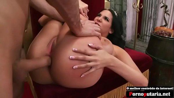 Branquinha peituda e cuzuda fazendo anal forte