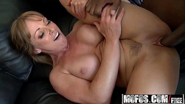 Pornor xxx coroa peituda trepando com vizinho negro