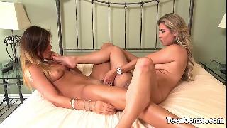 Xvideos porno com lésbicas loiras colando velcro