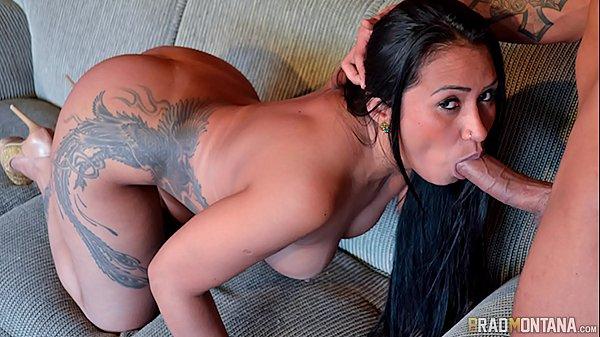 Morena brasileira cavalona dando a xereca e o cu