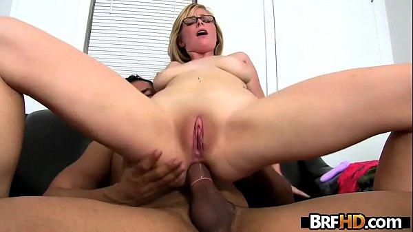 Nerd novinha bucetuda fazendo sexo no cu