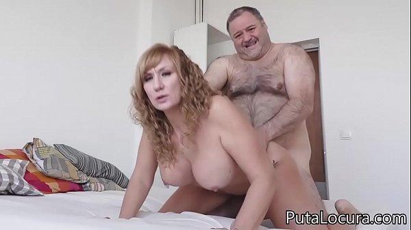 Prostituta ruiva peituda e madura no sexo