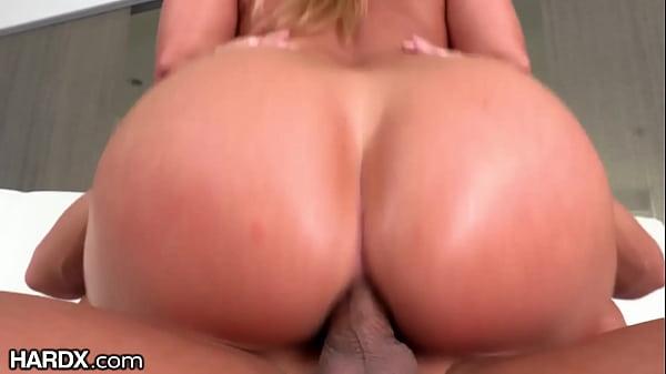 Vídeo de sexo anal em HD com loira bunduda