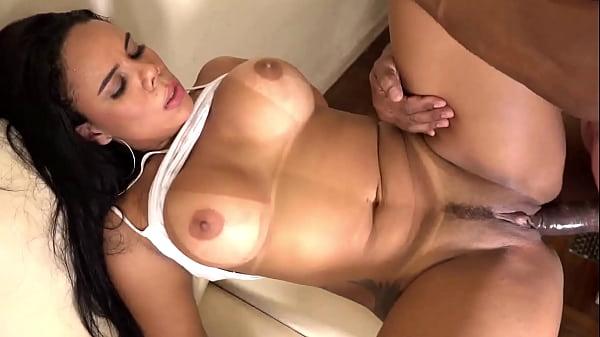 Porno morena carioca peituda e bucetuda fodendo