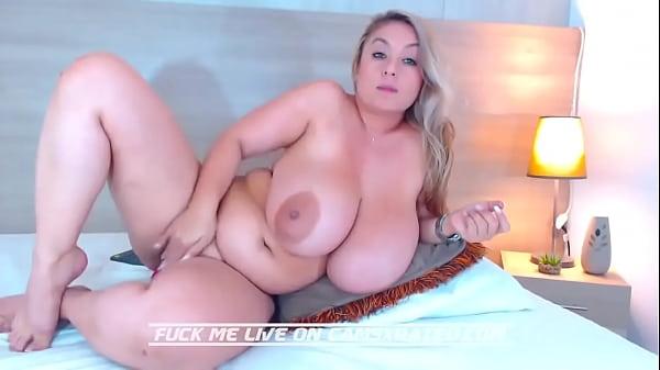 Vídeo solo de gordinha peituda se masturbando